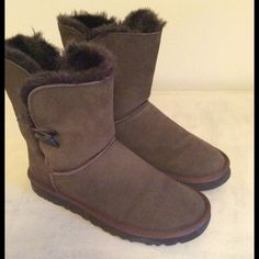 Short Brown UGG Boots Sz. 9 Leather suede, fur lined. Woman size 9. Good condition. Bin#J39-098B UGG Shoes Winter & Rain Boots