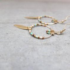 Boucles d'oreille créoles perles miyuki et pampille dorée