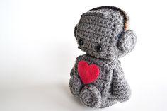 Amigurumi Romantic Robot Crochet PDF Pattern by BubblegumBelles Cute Crochet, Crochet Crafts, Yarn Crafts, Crochet Toys, Amigurumi Free, Amigurumi Patterns, Crochet Patterns, Crochet Ideas, Geek Crafts