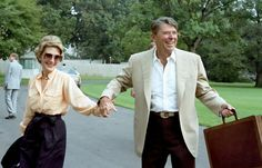 President Ronald Reagan and First Lady Nancy Reagan arrival via Marine One from Camp David on the South Lawn on Sept. 1982 in Washington. Donald Trump House, Nancy Reagan, President Ronald Reagan, Republican Presidents, Fancy Nancy, Walking By, Vanity Fair, In Hollywood, Role Models