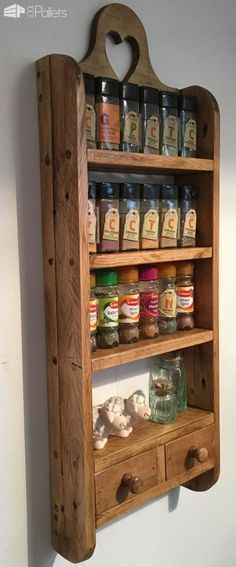 Wooden Pallet Furniture Pallet Spice Rack - I made this Pallet Spice Rack from a combination of 2 pallets. It has curved sides and a decorative heart cutout, and sealed with wax! Wooden Pallet Projects, Wooden Pallet Furniture, Pallet Crafts, Wooden Pallets, Diy Furniture, Diy Projects, Furniture Plans, System Furniture, 1001 Pallets
