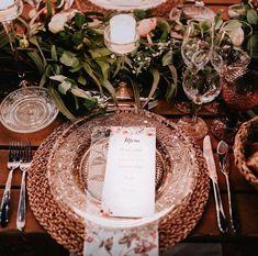 Rustic name plate! #planning#planner#organize#organizer#planlegging#planlikeaboss#seatmarker#nameplates#nameplate#bordkort#greenwedding#grønn#bordkort#inspirasjon#festbord#bord#menuweddingtable#placecards#bryllupsinspirasjon#bryllupsideer#weddingideas#bryllup#weddingdinner#dittbryllup#nordiskebryllup#drømmedag#dinnerideas#lalindiweddings#bryllupsplanlegging#bryllupsplanlegger#bryllupsplanlegging#bryllupinorge Wedding Decorations, Table Decorations, Planner Organization, Destination Wedding, Invitations, Weddings, Design, Home Decor, Italia