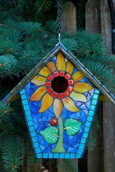 Birdhouse Stained Glass Mosaic Sunflower por NatureUnderGlass