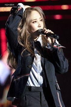 Kpop Girl Groups, Kpop Girls, Mamamoo Moonbyul, Girl Crushes, My Girl, Asian Girl, Rapper, Punk, Concert