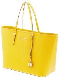 Love this bag....it comes in grey, orange/coral and a pretty blue..... Want them all.