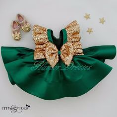 emerald Green Flower Girls Dresses With Bow Knot Sequins Backless Satin Girls Pageant Gowns Knee Length Sleeveless First Communion Wear Green Flower Girl Dresses, Baby Girl Dresses, Baby Dress, Flower Girls, Tutu Dresses, Princess Dresses, Little Girl Outfits, Kids Outfits, Baby Girl Fashion