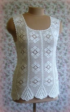 See what a beautiful and elegant blouse crochet. Floral points with yarn. very lovely - Crochet patterns free Blog Crochet, Débardeurs Au Crochet, Pull Crochet, Crochet Woman, Filet Crochet, Crochet Stitches, Crochet Patterns, Blouse Au Crochet, Crochet Tank Tops