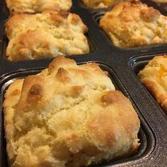Grain Free Low Carb Biscuits - almond flour, salt, baking powder, 2 eggs, sour cream, butter, shredded cheese (opt), garlic powder. Bake 10-12 @400