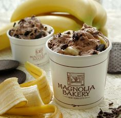 10 Things you have to eat when visiting New York City - Eating at Magnolia Bakery, Brooklyn Ice Cream Factory, Ferrara Bakery, Cafe Habana, Jolly Goat Coffee Bar, Serendipity 3, Dominique Ansel's Bakery and more!