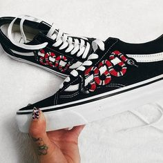 2d0a11f450 Snake Customized Vans Old Skool Shoes