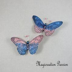 Magnets décoratifs papillons soie bleu et rose 8,5 cm + 2 aimants - Un grand marché Chat 3d, Magnet, Brooch, Jewelry, Blue, Playing Card, Papillons, Silk, Wall Art