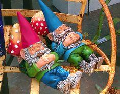 Gnomi stanchi: cosa c'è di meglio di un pisolino dopo una lunga giornata in giardino?!?! #giardinaggio
