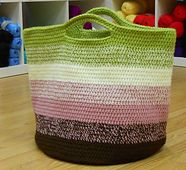 Great afghan project tote.   Crochet pattern @ Ravelry: Bucket Bag pattern by Patricia Cox