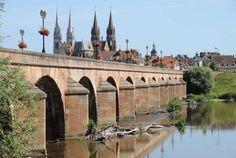 Durante il vostro viaggio in Auvergne non dimenticate di visitare Moulins, capitale del ducato di Bourbonnais. È situata nel dipartimento dell'Allier, a nord di Vichy Bontourism®, Tutta l'Arte del Viaggio