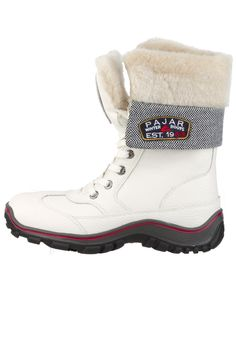 This classic winter boot will keep you feet warm all winter long without weighing you down. Resists up to Jeans And Boots, Alice, Warm, Winter, Classic, Shoes, Fashion, Winter Time, Derby