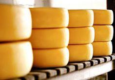 Queijo Canastra - E um tipo de queijo brasileiro, de origem e producao de Minas Gerais, na regiao da Serra da Canastra e produzido ha mais de 200 anos. Desde maio de 2008 o Queijo Canastra e patrimonio cultural imaterial brasileiro.