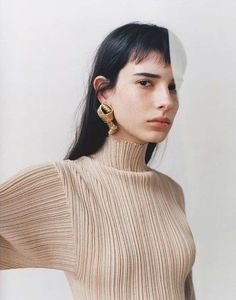 Fashion Gone rouge : Isabella Ridolfi for W Magazine, February Photographed by Laurence Ellis, styled by Clare Byrne Editorial Photography, Portrait Photography, Fashion Photography, Beauty Editorial, Editorial Fashion, Editorial Hair, Beauty Fotos, Fashion Fotografie, Kreative Portraits