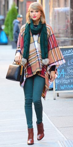 1The singer layered a plaid poncho over a knit and styled the cold-proof combo with rich jade-green skinnies, a color-matching pom-ended knit scarf (to tie her look together), her ladylike Dolce & Gabbana purse, and mahogany leather ankle boots.