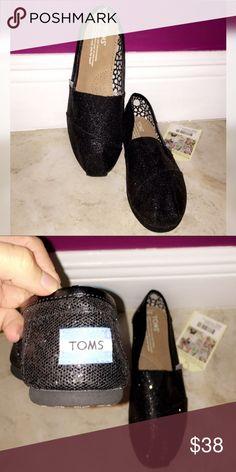 d32ce57738b brand new - black toms NWT