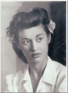 Todays 1940s vintage hair & make up inspiration ~