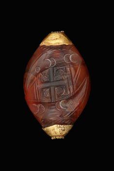Seal stone of red carnelian. Νichoria. Mycenean tholos tomb. 16th-14th c. B.C. | www.archmusmes.gr/: