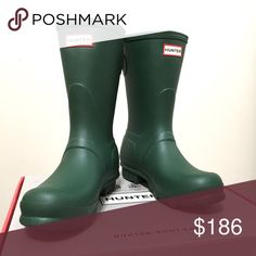 ☔️ Hunter Original Back Adjustable Short Boots Short Hunter rain boots with the convenient adjustable back detail to fit a wider calf size, in Hunter's classic hunter green. Perfect for the upcoming rainy season, made of 100% natural rubber. Includes original box and packaging. New, never worn.   ❌ Sorry, no trades. Hunter Boots Shoes Winter & Rain Boots