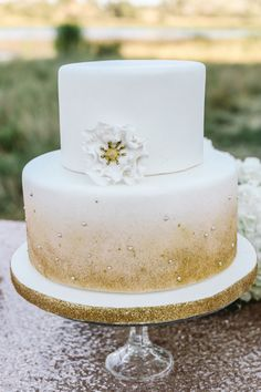 Sparkles and gold wedding cake Ef Weddings & Events » Blog Allie Lindsey Photography