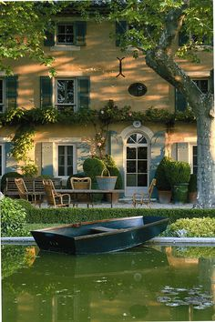 Jardin d'eau - a little house by the water for the summer season in the French  countryside.