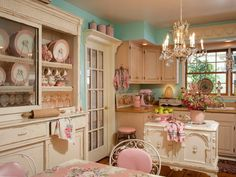 Interior and Decor , Remodel Your Kitchen with Shabby Chic Kitchen Ideas : Adorable Blue White Shabby Chic Kitchen Ideas With Chandelier And Pink Appliances And Beige Cabinets - OMG I LOVE THIS