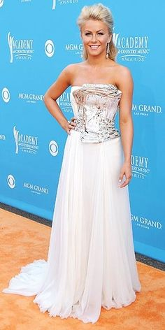 Julianne Hough | Looks stunning wearing her white gown. #youresopretty