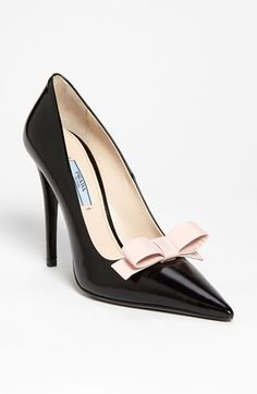 Prada Bow Pointy Toe Pump available at shoes shoes fashion shoes shoes Fab Shoes, Pretty Shoes, Crazy Shoes, Beautiful Shoes, Cute Shoes, Me Too Shoes, How To Have Style, Zapatos Shoes, Shoes Heels