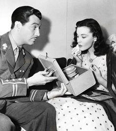 Robert Taylor and Vivien Leigh on the set of Waterloo Bridge (1940)