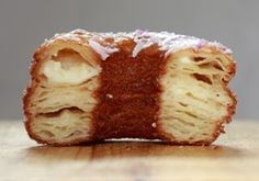 Alas, I have never tasted an authentic cronut (croissant-doughnut hybrid) from Dominique Ansel's NYC bakery, only its Los Angeles knock-offs. Ansel is also the guy who created a chocolate chip cookie … Delicious Desserts, Dessert Recipes, Yummy Food, Desserts Diy, Layered Desserts, Appetizer Recipes, Kolaci I Torte, Croissants, Gastronomia