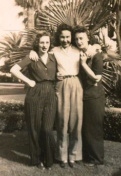 ~ Going to work in the factories and fields while the men went to WWII, gave rise to the popularity of pants for women. 1940s Fashion Women, Older Women Fashion, Vintage Fashion, Womens Fashion, 1940's Fashion, Cheap Fashion, Vintage Style, 1940s Outfits, Vintage Outfits
