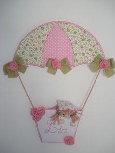 Porta de maternidade modelo balão para meninas. Tecnica de cartonagem com o nome bordado a mão. Cores e temas podem ser modificados de acordo com a necessidade do cliente.  ATENÇÃO: CRIAÇÃO VERA PINHEIRO NÃO É PERMITIDO CÓPIAS R$48,00