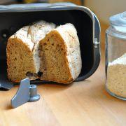 Lekker brood uit de broodbakmachine zonder melk