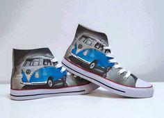 Ahhhhhh me needy! Transporteur Volkswagen, Vw T1, Vw Accessories, Van Vw, T2 Bus, Beatles, Combi Vw, Converse, Cool Vans
