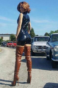 Dana Labo Brown Oberschenkelstiefel aus schwarzem Latex - my mode Botas Sexy, High Leather Boots, Leather Pants, Leather Outfits, Thigh High Boots Heels, Brown Thigh High Boots, Womens Thigh High Boots, Sexy Boots, Leather Fashion