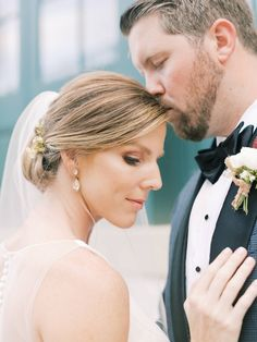Historic meets modern-industrial wedding at the Pendry Hotel In Baltimore | Baltimore Real Weddings - MANDY FORD PHOTOGRAPHY | Magnolia Rouge: Fine Art Wedding Blog | Romantic Wedding Photos | Bridal Hair and Makeup | Groom Style