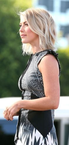 Julianne Hough's layered razor cut. http://www.stylebistro.com/lookbook/Julianne+Hough/MHGJRA4Q_15/angle/gdKAxEDtpew