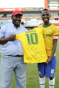 The Legend Jomo Sono & The General Teko Modise Coaching, Soccer, Football, Game, Sports, Beautiful, Tops, Training, Hs Sports
