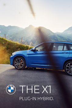Elektrisierende Dynamik auf jeder Straße. THE X1. Der BMW X1 xDrive25e Plug-In Hybrid kennt keine Grenzen. BMW X1 xDrive25e: 162 kW (220 PS), Kraftstoffverbrauch gesamt 1,7 l/100 km, CO2-Emissionen 39g CO2/km, Stromverbrauch 15,0 kWh/100 km. Angegebene Verbrauchs- und CO2-Emissionswerte ermittelt nach WLTP. Bmw I3, 3 Bmw, Tony Danza, Limousine, Plugs, Automobile, Car, Film Posters, Gatos