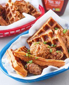 Chicken & waffles, heerlijke gefrituurde kip met wafels en maple syrup…
