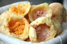 O Pão de Queijo Recheado de Liquidificador é uma opção deliciosa para o lanche da sua família. Você pode recheá-lo com o que quiser e ele ficará uma delíci