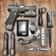 Extra Sweet EDC. I've previously pinned...but this set up is immaculate. Share BecaseWeLiveHere.us! Tweet