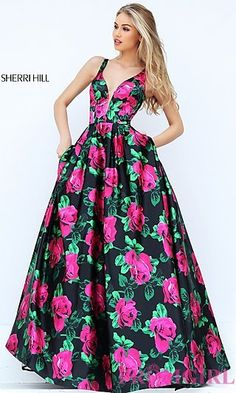 Sherri Hill dresses are designer gowns for television and film stars. Find out why her prom dresses and couture dresses are the choice of young Hollywood. Sherri Hill Homecoming Dresses, Pageant Dresses, Prom Gowns, Prom Dress Couture, Modelos Fashion, Designer Prom Dresses, Dressy Dresses, Formal Dress, Beautiful Gowns