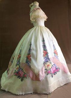 Victorian Gown, Victorian Fashion, Vintage Fashion, Victorian Gothic, Steampunk Fashion, Gothic Fashion, Vintage Gowns, Vintage Outfits, Civil War Dress