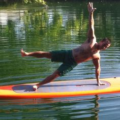 Stand up paddle board yoga-side plank pose Paddle Board Yoga, Standup Paddle Board, Ocean Storm, Living On A Boat, Plank Pose, Hawaii Surf, Sup Yoga, Sup Surf, Good Poses
