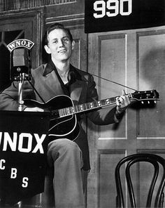 Chet Atkins-One of modern guitar fathers Country Music Artists, Country Music Stars, Country Singers, Rock And Roll, Guitar Reviews, Chet Atkins, Perry Como, Mark Knopfler, Grand Ole Opry