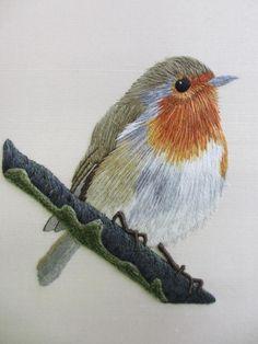 belo bordado / Royal School of Needlework Embroidered Bird, Silk Ribbon Embroidery, Crewel Embroidery, Embroidery Thread, Cross Stitch Embroidery, Embroidery Designs, Art Textile, Thread Painting, Bird Drawings